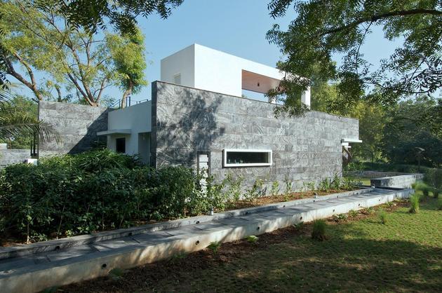 geometri-architecture-creates-artistic-minimalist-statement-12-jacuzzi.jpg