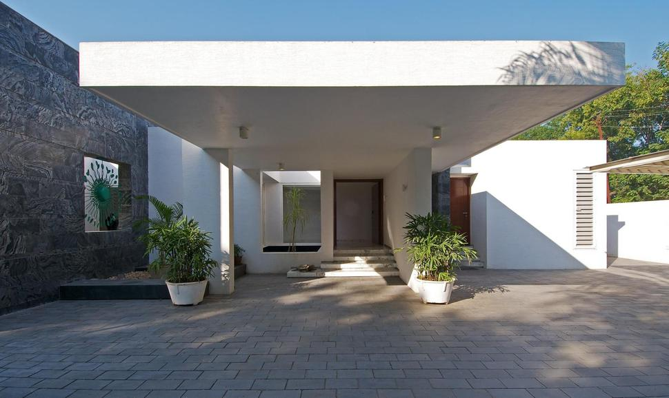 Modern minimalist bungalow design by atelier dnd for Terrace design india