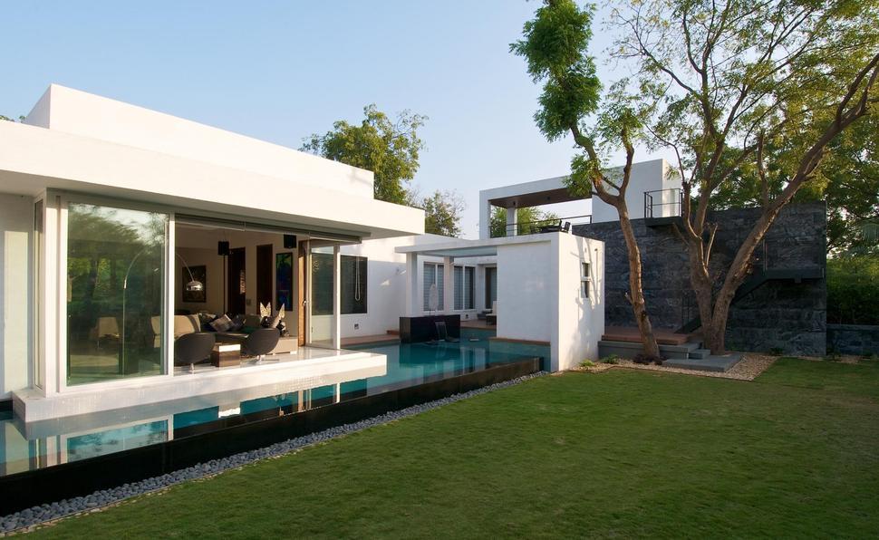 View In Gallery Geometri Architecture Creates Artistic Minimalist Statement  Backyard