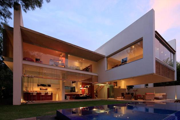 geometric-home-cantilevered-master-suite-overlooking-pool-12-pool.jpg