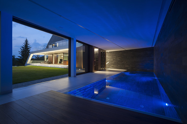 geometric-home-emerges-lime-cliff-10-covered-pool.jpg