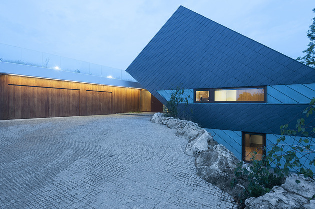 geometric-home-emerges-lime-cliff-15-side-view.jpg