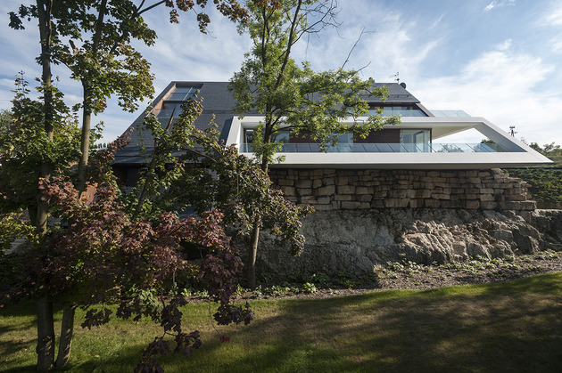 geometric-home-emerges-lime-cliff-18-front-view.jpg