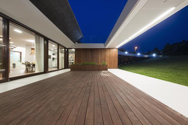 geometric-home-emerges-lime-cliff-5-terrace.jpg