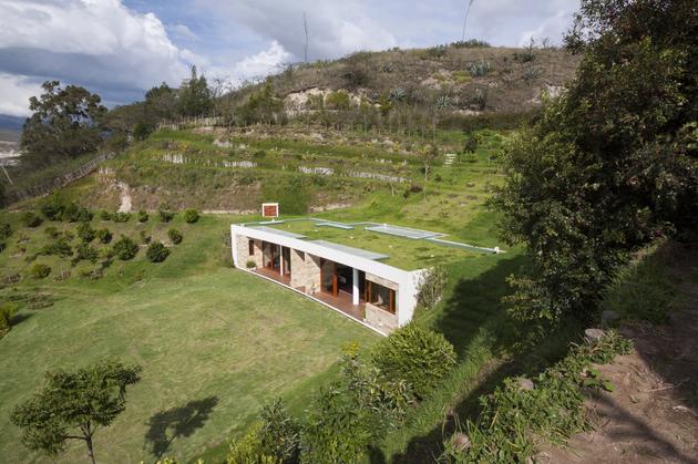 house built into a hill in ecuador 6 thumb 630x419 28339 House Built into a Hill