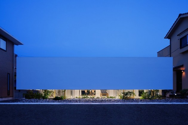 house-with-floating-facade-glass-walls-and-interior-courtyard-14.jpg