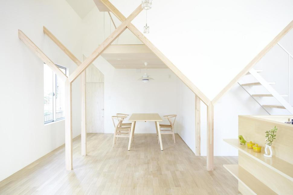 Japanese Home With Big Roof and 8 Large Y Supports