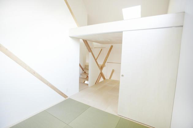 japanese-home-big-roof-8- large-y-supports-16-tatami.jpg