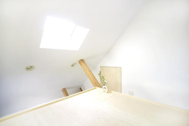 japanese-home-big-roof-8- large-y-supports-18-loft.jpg