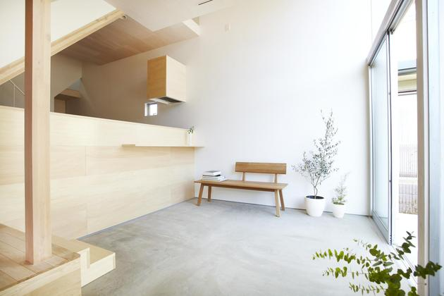 japanese-home-big-roof-8- large-y-supports-4-foyer.jpg