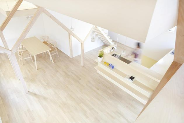 japanese-home-big-roof-8- large-y-supports-7-kitchen.jpg