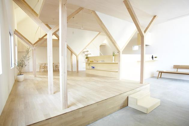 japanese-home-big-roof-8- large-y-supports-8-living.jpg