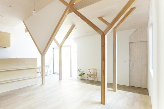 japanese-home-big-roof-8- large-y-supports-9-living.jpg