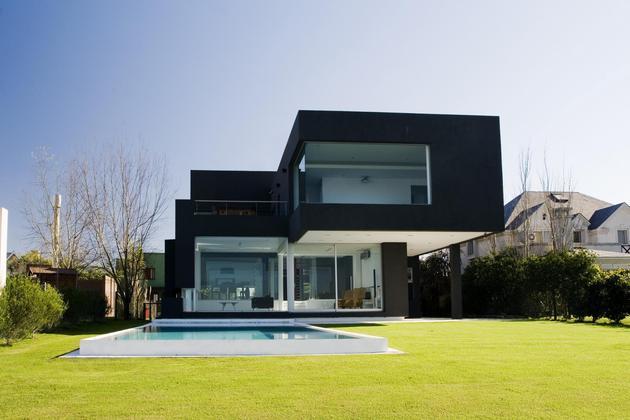 lakeside-black-house-views-pools-glass-bridge-22-backyard.jpg