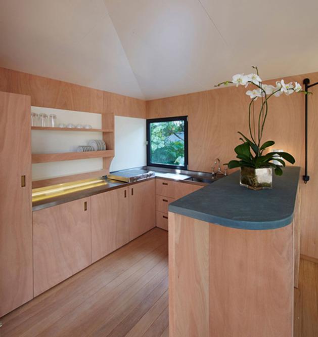 louis-vuitton-brings-modernist-beach-house-to-life-12.jpg