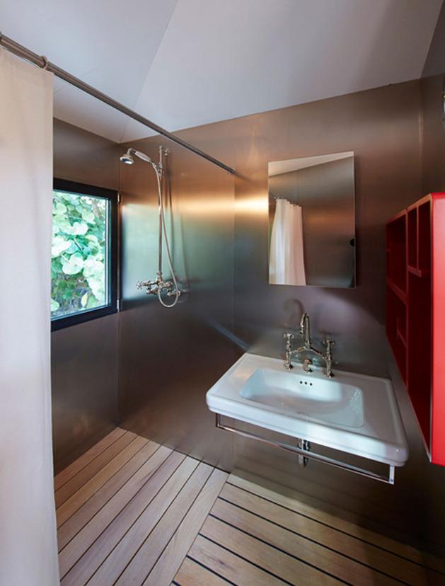louis-vuitton-brings-modernist-beach-house-to-life-14.jpg