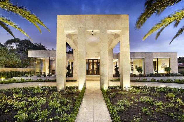 luxury melbourne home with pillared entry and interior courtyards 1 thumb 630x419 29247 Luxury Melbourne Home with Pillared Entry and Interior Courtyards