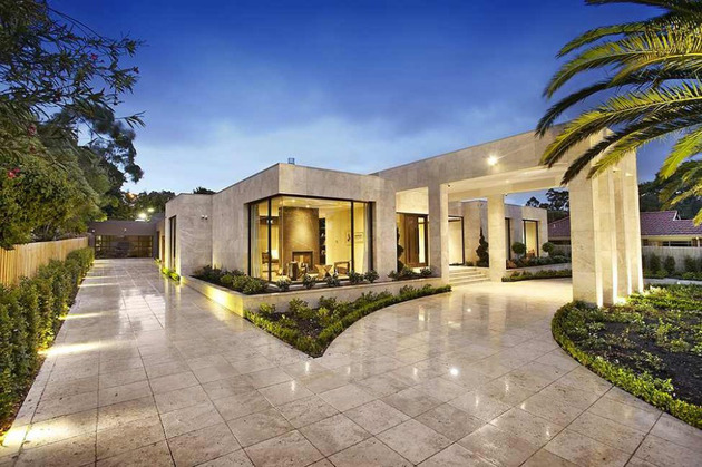 luxury-melbourne-home-with-pillared-entry-and-interior-courtyards-15.jpg