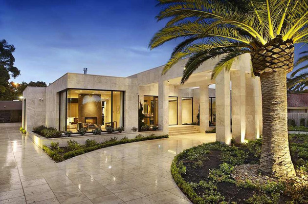 luxury melbourne home with pillared entry and interior courtyards 2 thumb 630x419 29249 Luxury Melbourne Home with Pillared Entry and Interior Courtyards