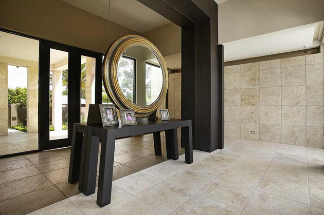 luxury-melbourne-home-with-pillared-entry-and-interior-courtyards-3.jpg