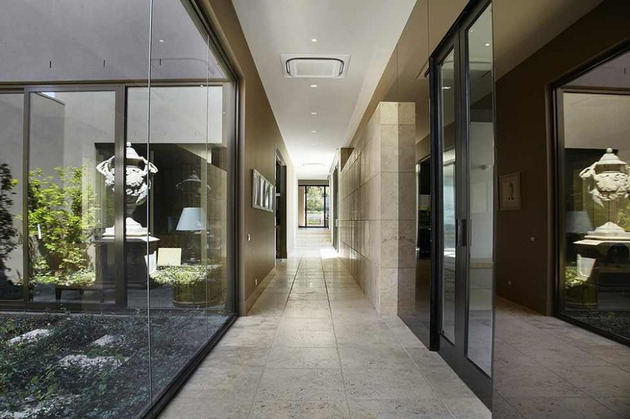 luxury-melbourne-home-with-pillared-entry-and-interior-courtyards-9.jpg