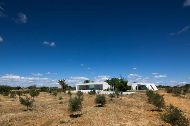 minimalist white house with glass walkway in olive grove 2 thumb 630x419 26705 Minimalist White House with Glass Walkway in Olive Grove