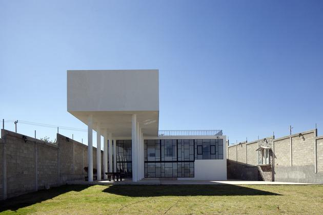modern-hacienda-with-assymetrical-lines-10.jpg