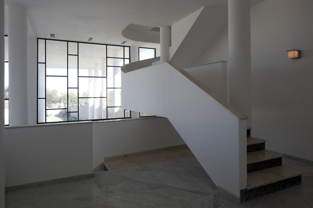 modern-hacienda-with-assymetrical-lines-6.jpg