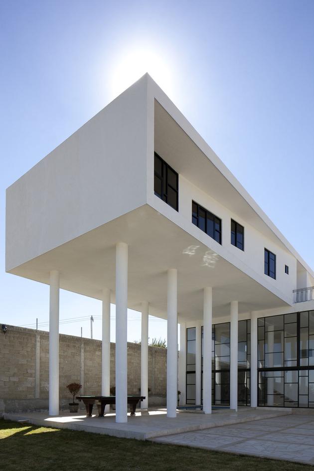 modern-hacienda-with-assymetrical-lines-8.jpg