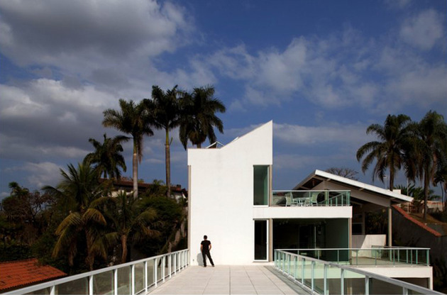modern resort style home of geometry and glass 2 thumb 630x416 27176 Modern Resort Style Home of Geometry and Glass