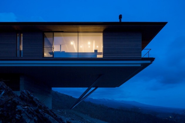 mountain-home-glass-walls-and-terrace-made-for-views-3.jpg