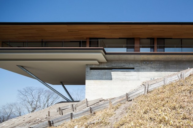 mountain-home-glass-walls-and-terrace-made-for-views-6.jpg