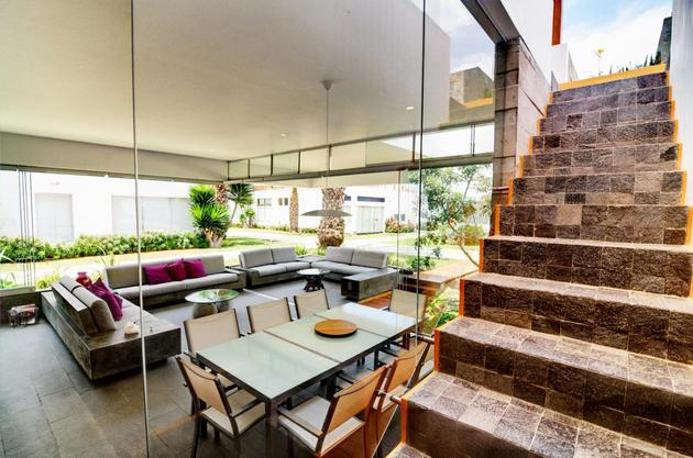 outdoor-lifestyle-main-level-roof-terrace-11-stairwell.jpg