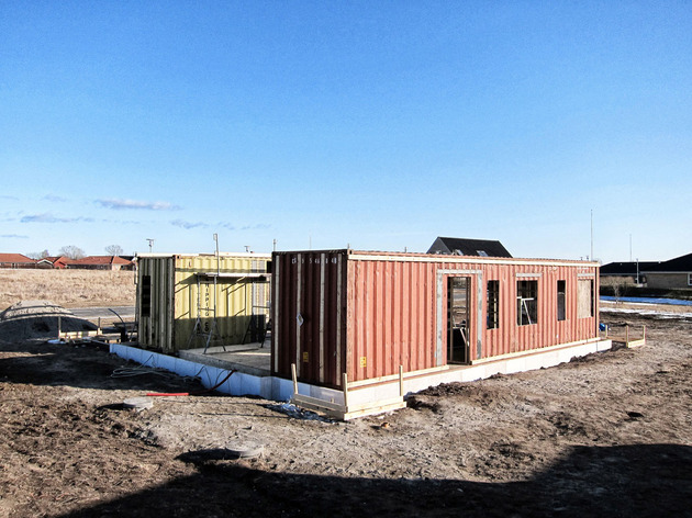 passive-house-made-from-shipping-containers-and-recycled-materials-16.jpg