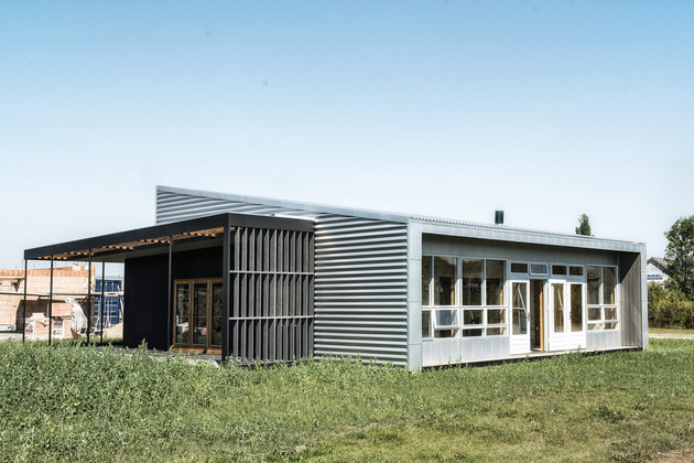 passive-house-made-from-shipping-containers-and-recycled-materials-4.jpg