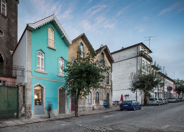 portuguese townhouse with 19th century brazilian architectural influence 1 thumb 630x450 27117 Portuguese Townhouse with 19th Century Brazilian Architectural Influence