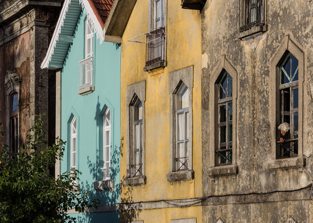portuguese-townhouse-with-19th-century-brazilian-architectural-influence-3.jpg