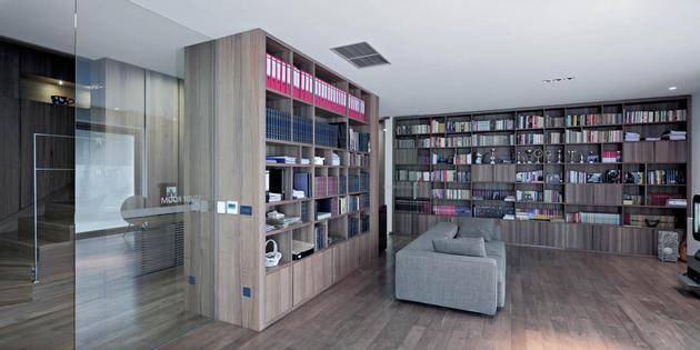 sculptural-circular-stairwell-focus-minimalist-residence-6-library.jpg
