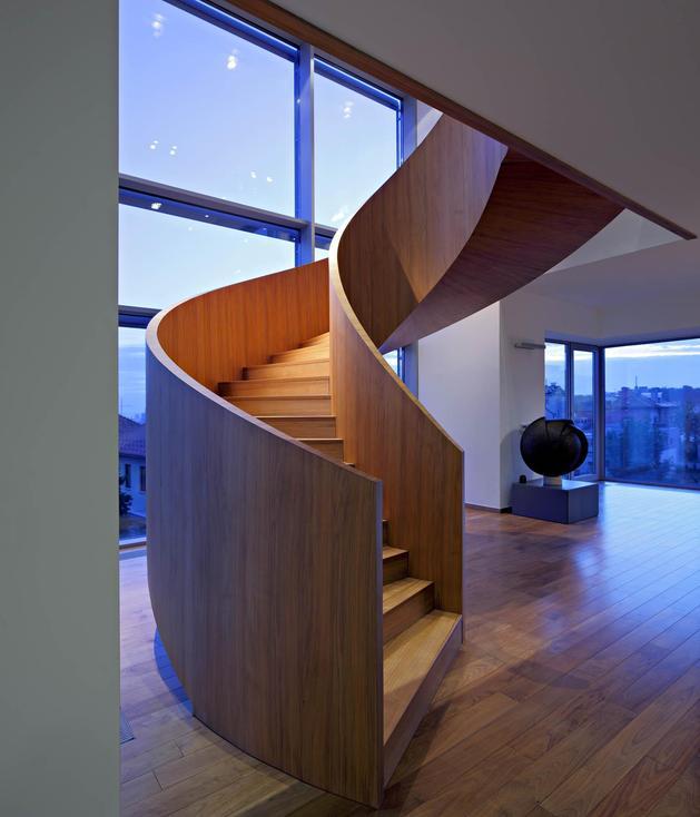 sculptural-circular-stairwell-focus-minimalist-residence-9-stairs-sculpture.jpg