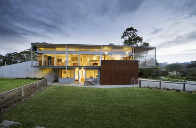 seaside house on aussie coast with butterfly roof 1 thumb 630x411 28399 Seaside House on Aussie Coast with Butterfly Roof