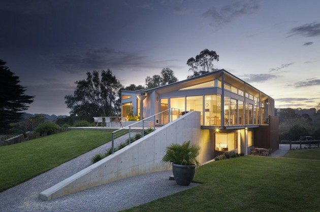 seaside house on aussie coast with butterfly roof 2 thumb 630x419 28401 Seaside House on Aussie Coast with Butterfly Roof
