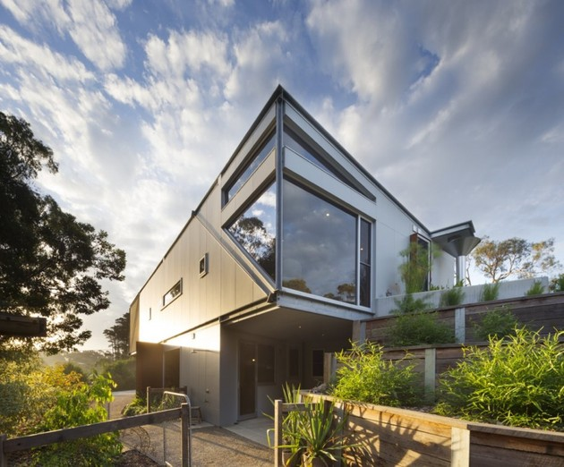 seaside-house-on-aussie-coast-with-butterfly-roof-6.jpg