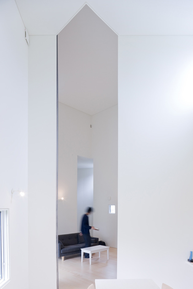 small-house-big-impact-with-black-facade-white-interiors-16.jpg