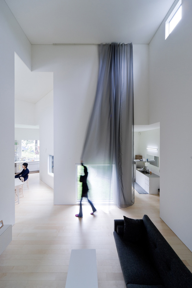 small-house-big-impact-with-black-facade-white-interiors-9.jpg