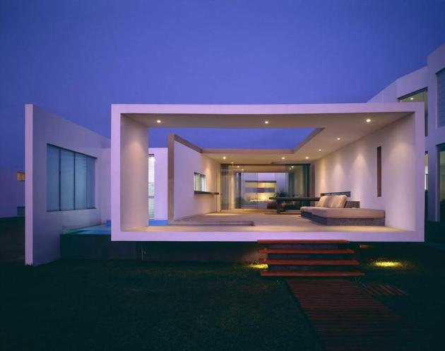 small-peru-beachside-house-opens-frontback-10-dusk.jpg