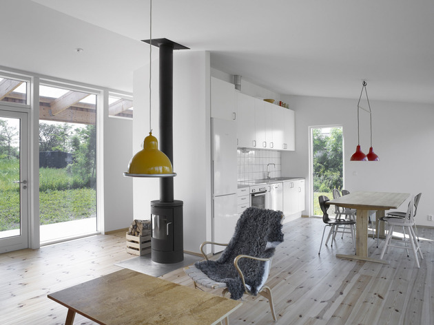 small-swedish-house-made-from-boards-corrugated-metal-12-kitchen.jpg