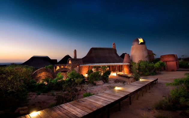 south african villa with cave like interiors and observatory 1 thumb 630x393 28847 South African Villa with Cave Like Interiors and Observatory