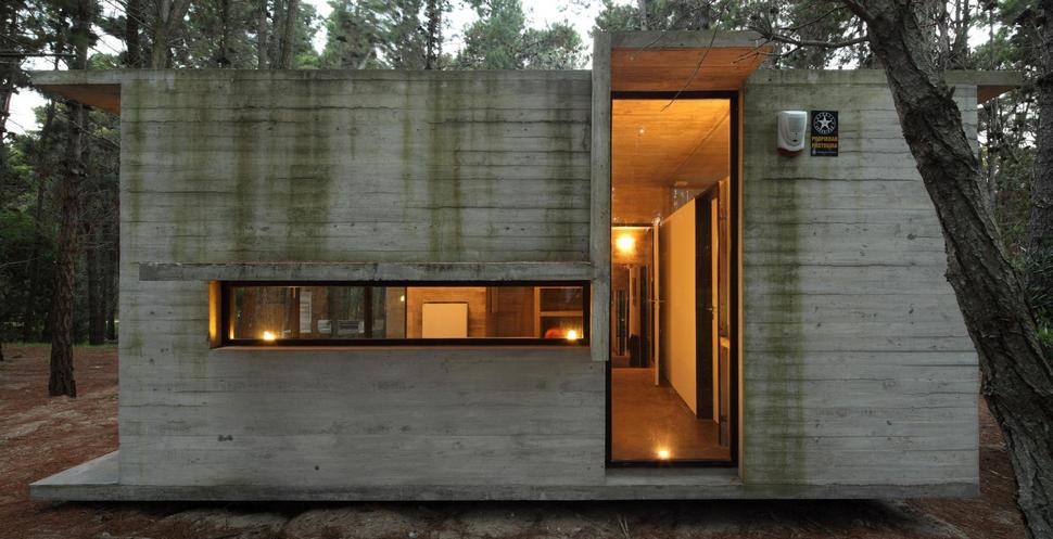 Concrete and glass summer house for Building a concrete house