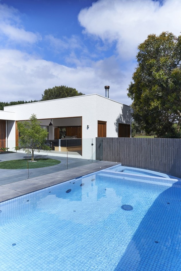 summer-house-expansion-creates-private-courtyard-14-courtyard.jpg