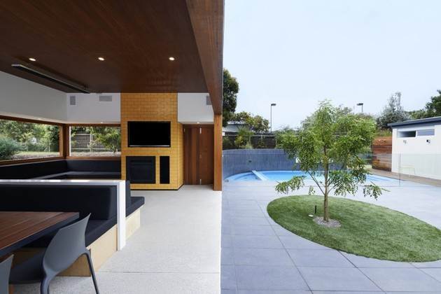 summer-house-expansion-creates-private-courtyard-17-indoor-outdoor.jpg